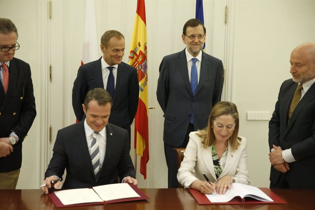 Pastor y Nowak durante la firma del convenio