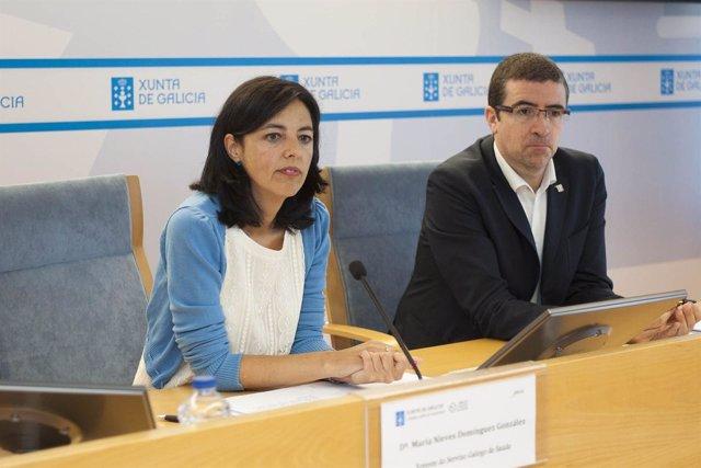 A xerente do Servizo Galego de Saúde, María Nieves Domínguez González, acompañad