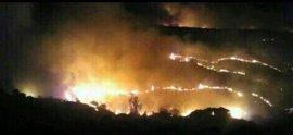Más de 80 personas intentan extinguir el fuego en Almorox, que habría afectado a más de 1.400 hectáreas