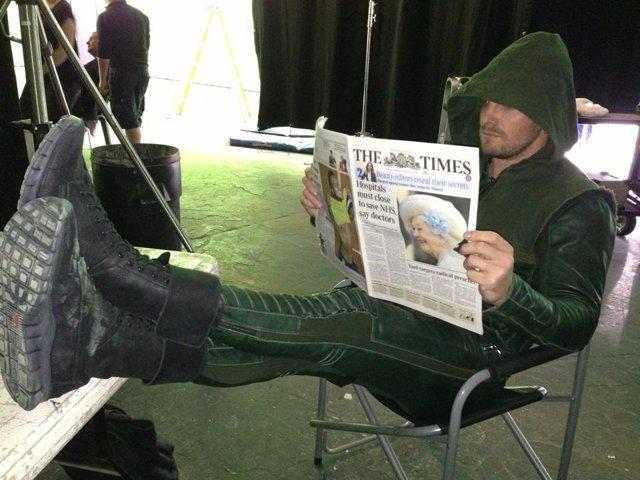 Stephen Amell durante el rodaje de Arrow