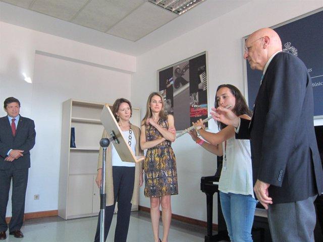 La Princesa (centro) y Sanjurjo, observan la clase de Semolini a Elena Ventero.