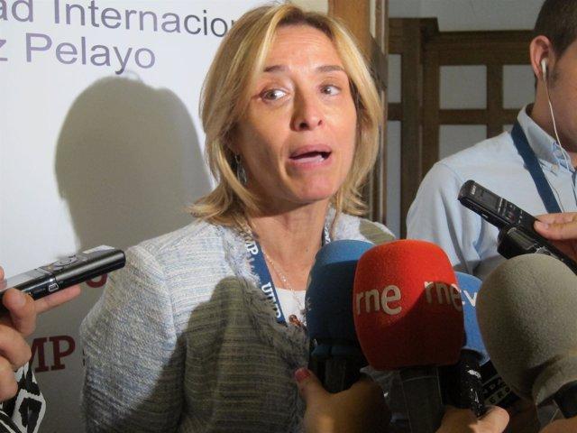 La investigadora Ángeles Muñoz en la UIMP
