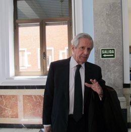El letrado Javier Gómez de Liaño, tras presentar su informe ante el tribunal.