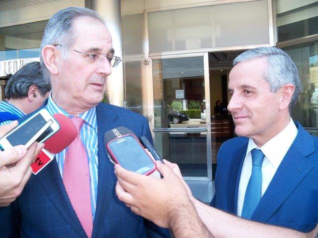 El presidente del Círculo Empresarial Leonés, Emilio de la Puente, y el alcalde