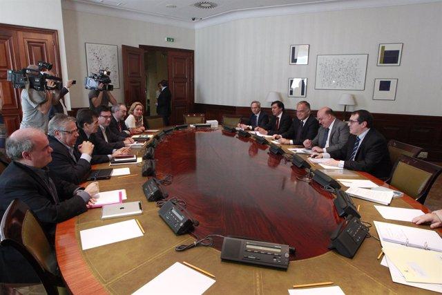 Los grupos se reúnen en la Ponencia sobre Transparencia