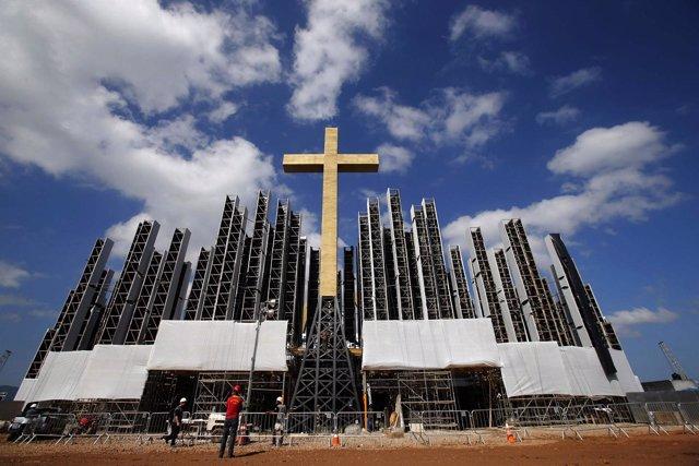 Preparaciones para la visita del Papa Francisco en el barrio de Guaratiba en Río