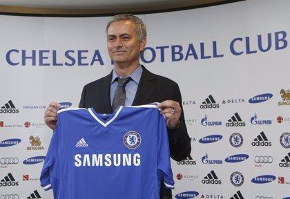 """Mourinho: """"No hay opciones a que Mata y David Luiz salgan del Chelsea"""""""