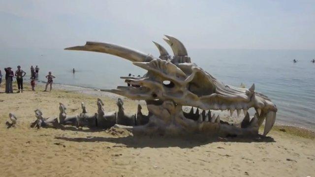 Cráneo de dragón para promocionar Juego de Tronos