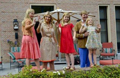 Sus primeras vacaciones como Reyes: de lo más divertidos, Guillermo y Maxima de Holanda posaron con sus hijas