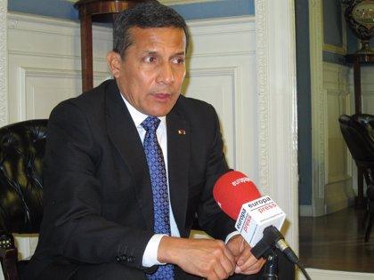 Perú.- Tres cargos electos del Constitucional no asumirán el cargo para acabar con la crisis política