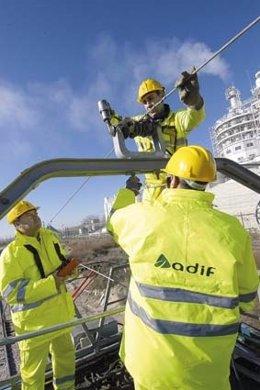 Trabajadores de mantenimiento de infraestructura ferroviaria de Adif
