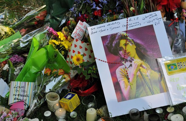 Homenajes de la gente a Amy Winehouse