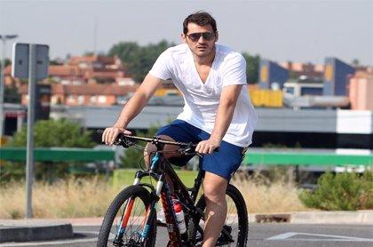 Iker Casillas, un futuro papá sobre ruedas