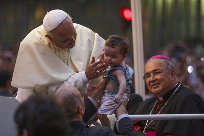 """Argentinos, """"emocionados"""" por la presencia del Papa Francisco en Brasil, siguen atentamente las celebraciones"""