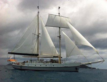 Encontrado un velero de EEUU con tres tripulantes que se daba por desaparecido