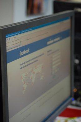 Ordenador Con Facebook