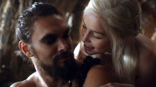 Kharl Drogo y Daenerys en un fotograma de 'Juego de Tronos'