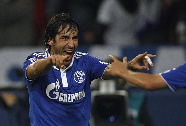 Raúl González marca dos goles en su partido homenaje entre el Schalke 04 y el Al Sadd