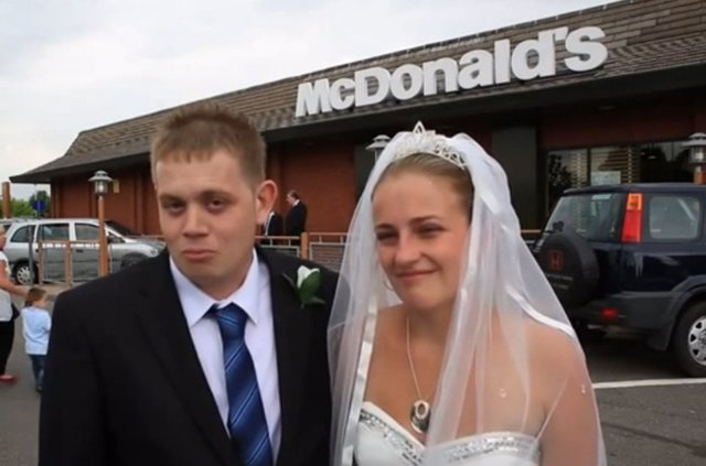 Una pareja decide celebrar el banquete de bodas en McDonalds
