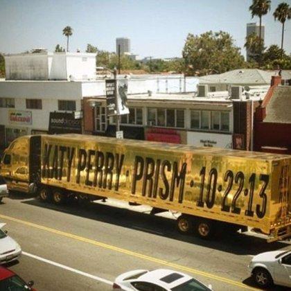 Katy Perry anuncia su nuevo disco con una publicidad en un camión