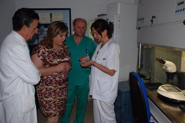 Ángeles Jiménez visita la Unidad de Reproducción Asistida del Hospital de Jaén