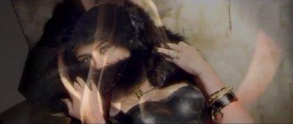 Miley Cyrus muy sensual en el video de Big Sean