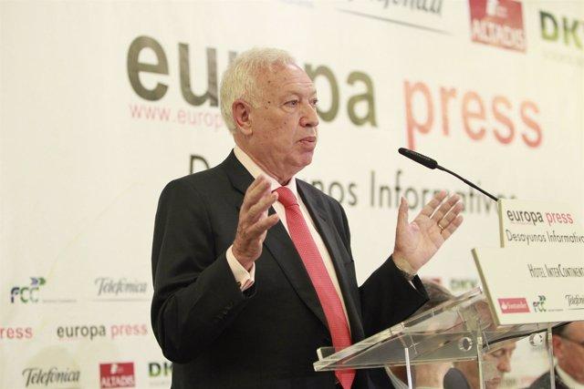 Solana y Margallo en un desayuno de Europa Press