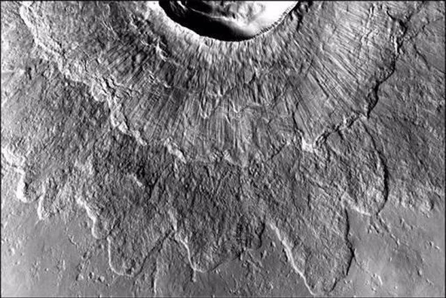 Una gran capa de hielo sobre Marte explicaría la existencia de sus 'cráteres dobles