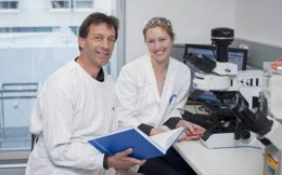 Profesores Matthias Ernst y Tracy Putoczki, del Walter y Eliza Hall Institute