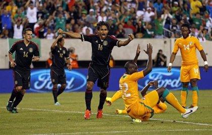 Fútbol.- México golea 4-1 a Costa de Marfil con doblete de Peralta