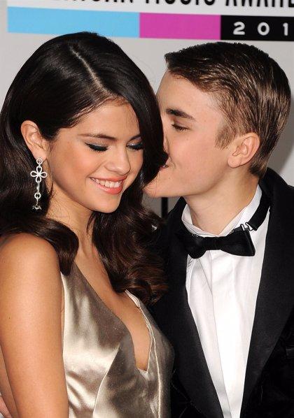 Selena Gómez acorralada para que se aleje de Justin Bieber