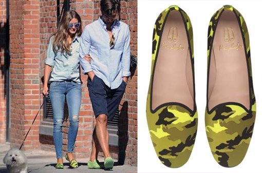 Olivia Palermo con slippers flúor de camuflaje