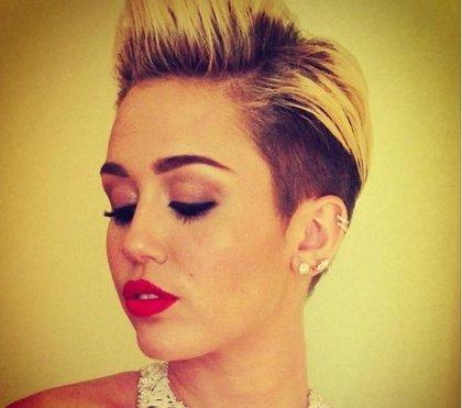 Miley Cyrus confesó tomar un suplemento para ayudar a crecer su cabello