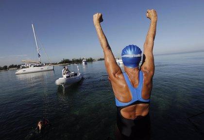Diana Nyad, de 64 años, inicia travesía a nado entre La Habana y Florida