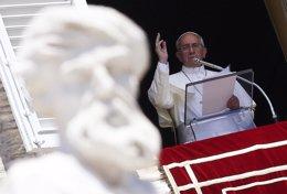 El Papa Francisco reza el Ángelus