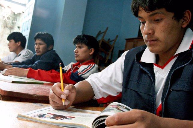 Escuela Rural En Perú