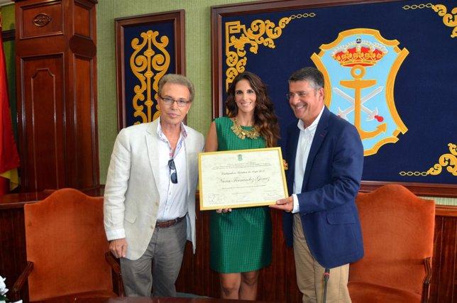 Nuria Fergó y el alcalde de Nerja
