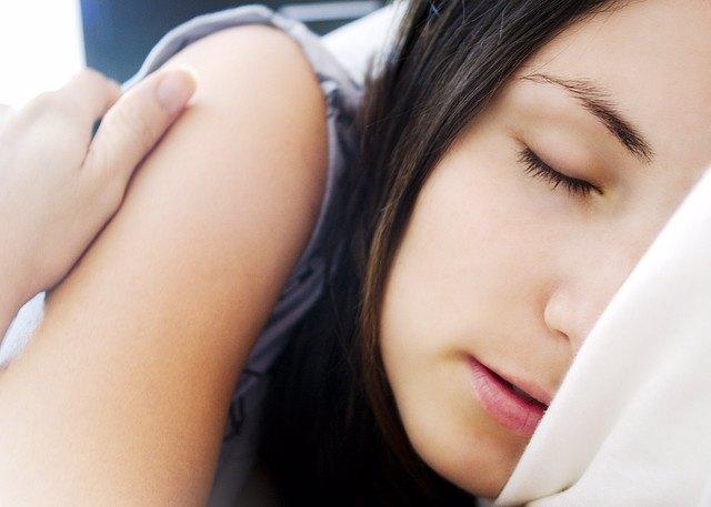 El sueño aumenta la producción de células de sustento del cerebro