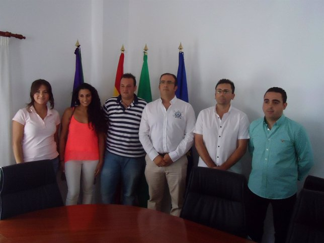 Vicente Campos, alcalde de Canillas de Aceituno, con su equipo de gobierno