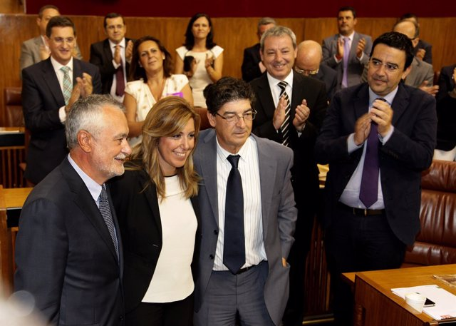 Díaz, entre Griñán y Valderas, tras ser proclamada presidenta de la Junta