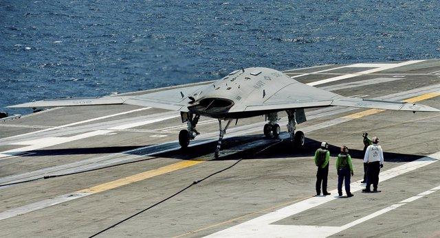 Aterrizaje de un drone en un portaviones de EEUU