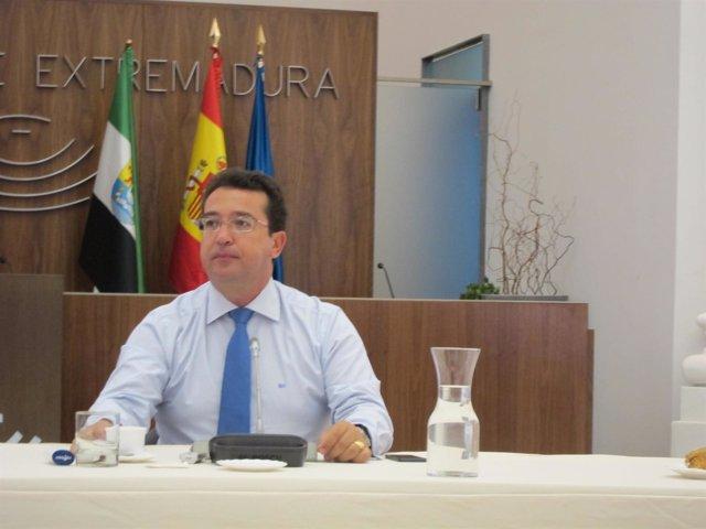 Fernando Manzano, presidente del Parlamento extremeño