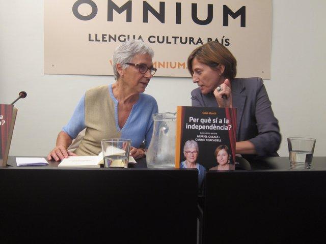 La presidenta de Òmnium Cultural, Muriel Casals, y la de la ANC, Carme Forcadell