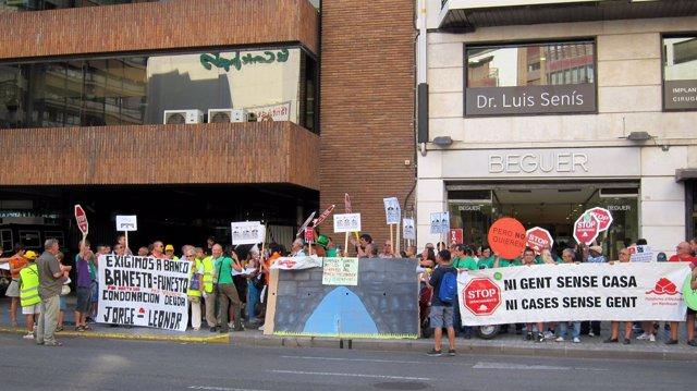 Protesta de la PAH Valencia ante la UCI.