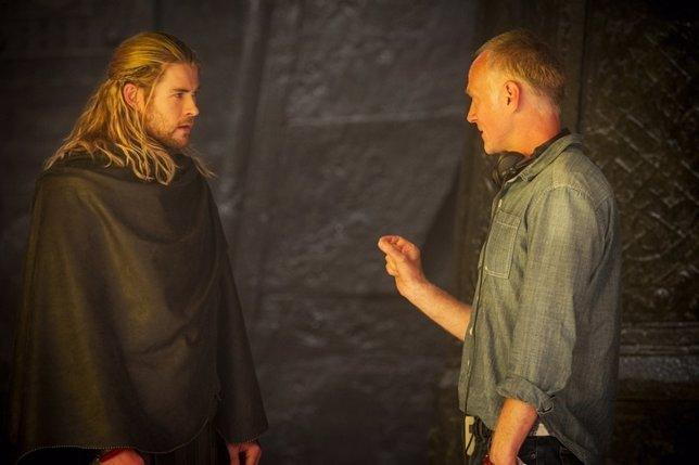 Alan Taylor y Chris Hemsworth en el rodaje de Thor