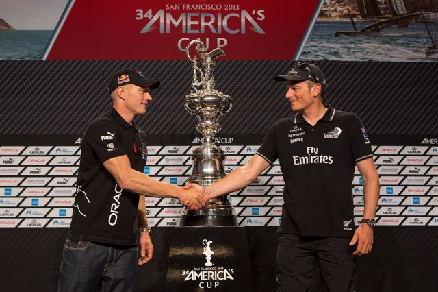 Spithill (Oracle) y Barker (Team New Zealand)