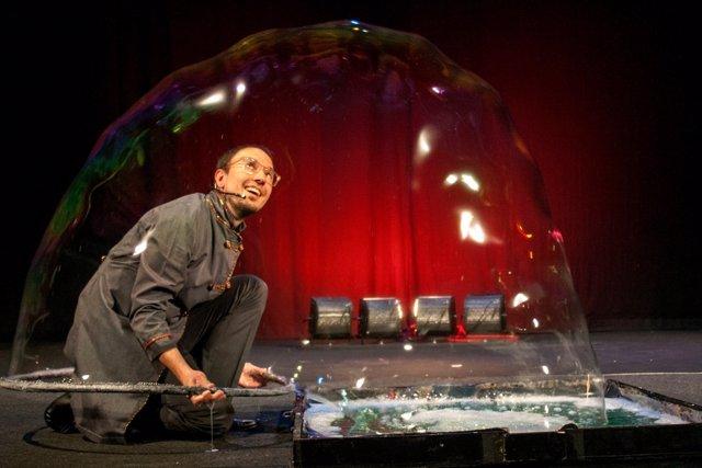Burbujas en el Teatro Lara