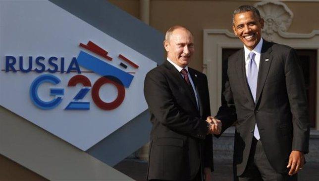El presidente de Rusia, Vladimir Putin (en la fotografía a la izquierda), recibe
