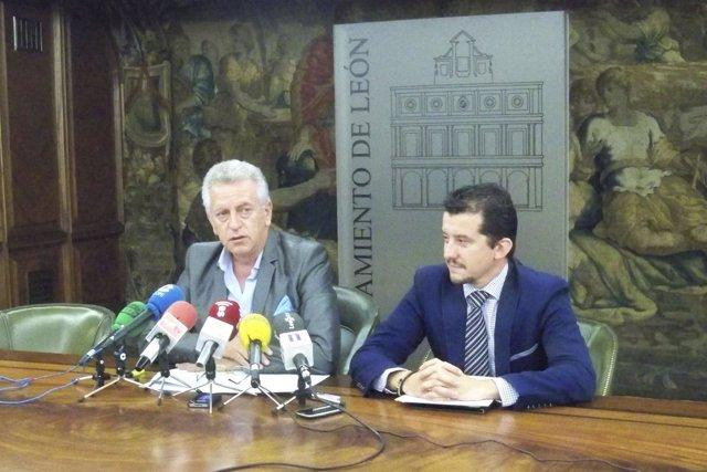 Los concejales del Ayuntamiento de León Julio Cayón y Juan Pablo García Valadés