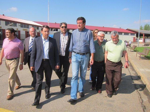 Óscar López y Fernando Pablos junto a alcaldes de municipios salmantinos